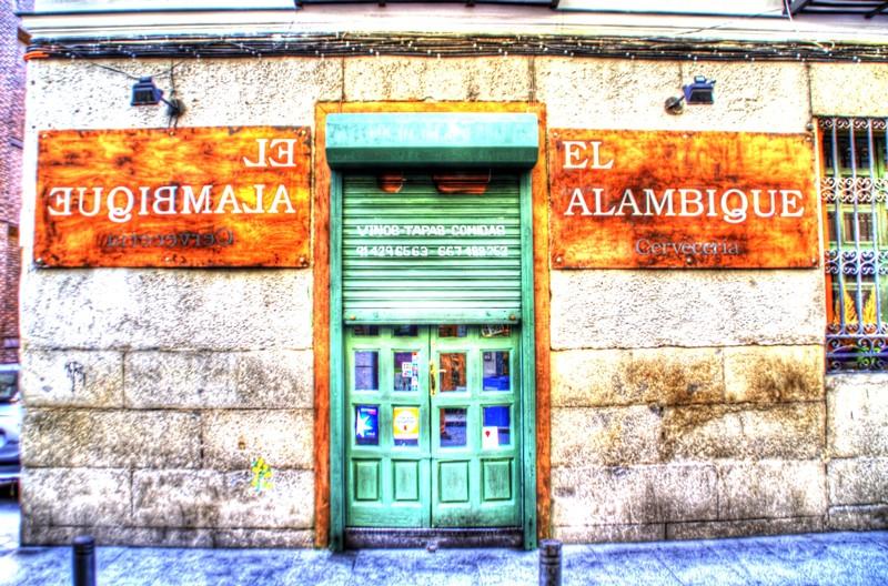 La taberna el alambique en el barrio de las letras for Alambique madrid